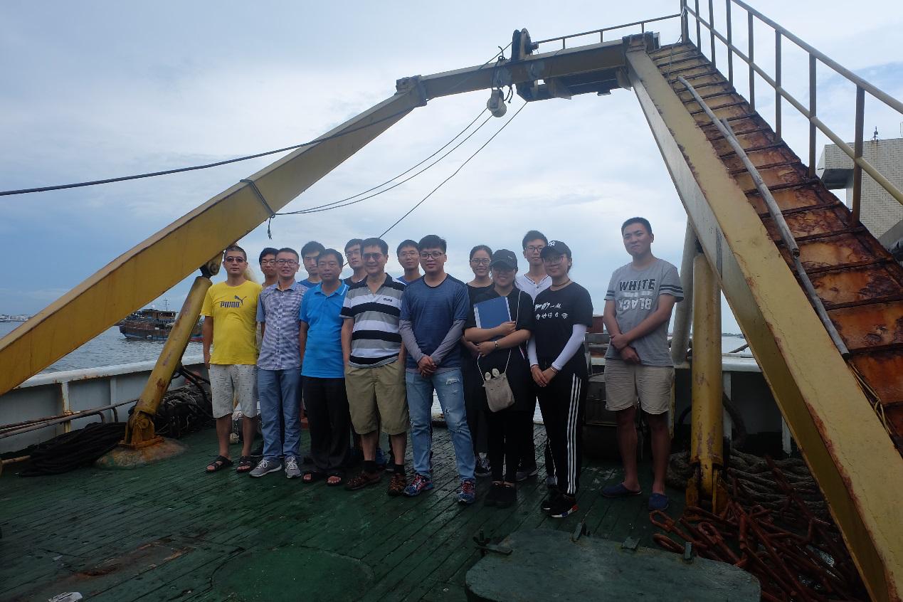 我校首次开展雷州半岛近海海域多学科综合科学考察